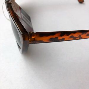 Unlisted Accessories - Tortoise shell cat Eye Brown shades